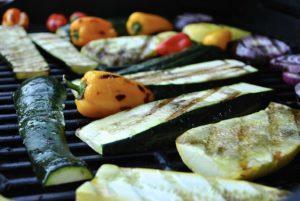 Gemüse kann auf dem Grill ohne Fett gegart werden